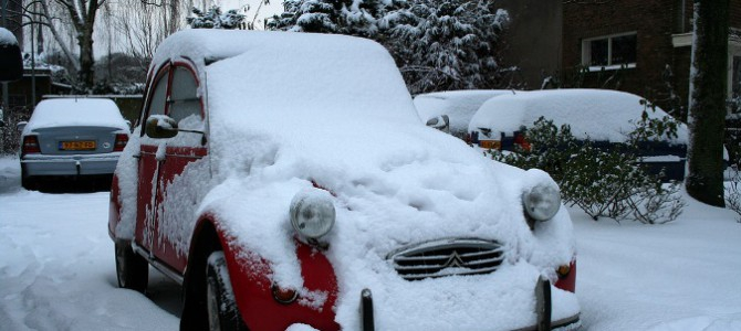 ¿Sabrías qué hacer si tu coche se queda atrapado en la nieve?