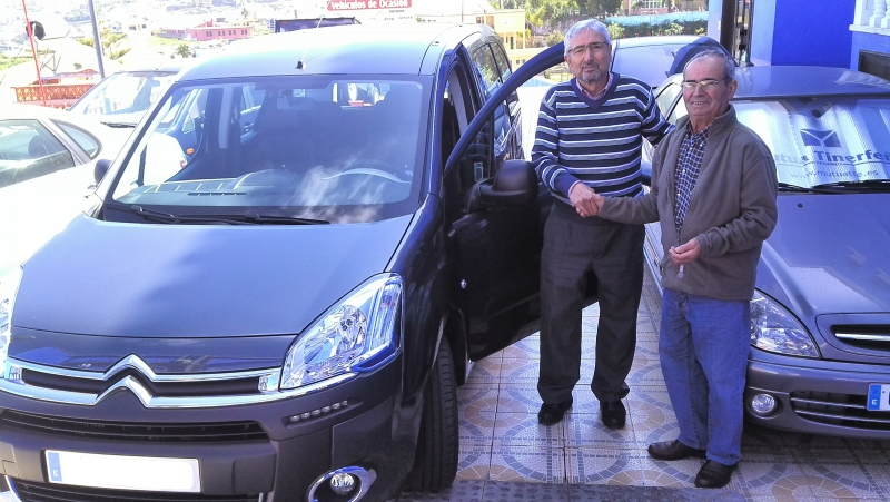 Una Citroën Berlingo más vendida,unos nuevos clientes contentos y satisfechos, gracias por confiar en nosotros!!